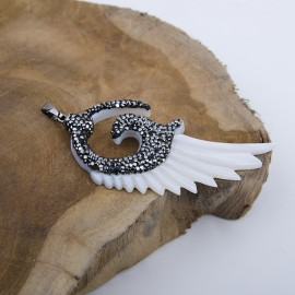Mother-of-pearl Angel's Wing pendant with crystals