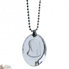 Necklace pendant medal of the Virgin Mary in translucent glass