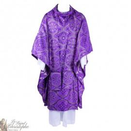 Casulla con estola púrpura, bordada con hilo de oro
