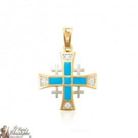 Colgante bañado en oro con cristales de la cruz de Jerusalén y esmalte azul